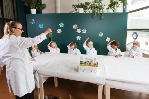 aino teaching little scientists